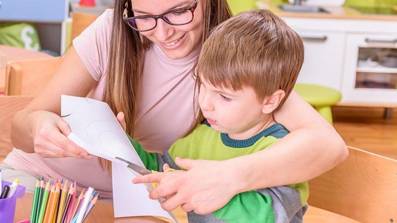 Devenir auxiliaire de vie scolaire